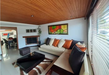 Casa en venta en Casco Urbano Chía de 136 mt2, con 2 niveles.