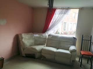 Una sala de estar llena de muebles y una ventana en  casa en venta en Suba Trinitaria, Con 3 habitaciones-66mt2
