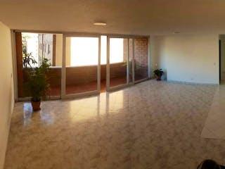 Una vista de una sala de estar con un gran ventanal en Apartamento en venta en Los colores con 4 habitaciones-150mt2