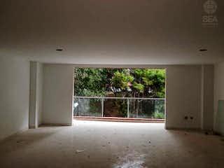 Una cama en una habitación con una ventana en Apartamento en Venta en Alcalá, Envigado de 121,48mtrs2