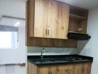 Una cocina con armarios de madera y un horno de cocina en Apartamento en venta  en Milagrosa - medellin, Con 2 habitacioines de 41m2,