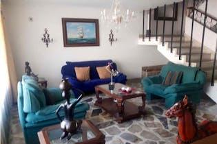 Casa en venta en Laureles, 2445mt de dos niveles.