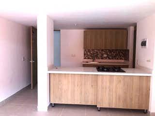 Un cuarto de baño con lavabo y un espejo en Apartamento en venta 48,4 m2 Primavera Bello