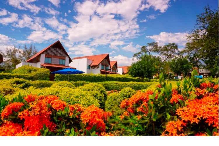 Portada Casa Campestre en venta en Santa Fe de Antioquia con balcón
