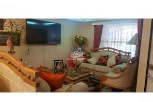 Casa en venta en Cota de 188mts2, tres niveles