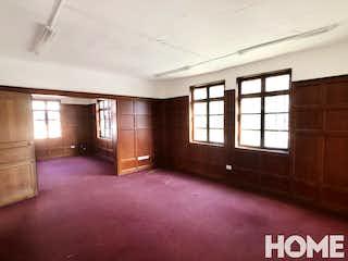 Una vista de una sala de estar con un gran ventanal en No aplica