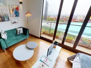 Una sala de estar llena de muebles y una ventana en Edificio La Primera