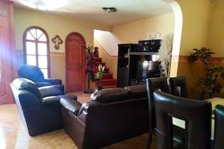 Casa en venta en Ejido La Piedad de 288mts, tres niveles