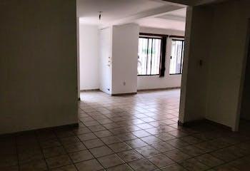 Casa en venta en Lomas Del Bosque, 194mt