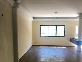 Una habitación muy bonita con una gran ventana en Departamento en venta en Polanco de 110mt2