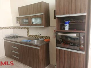 Una cocina con una estufa de fregadero y nevera en No aplica