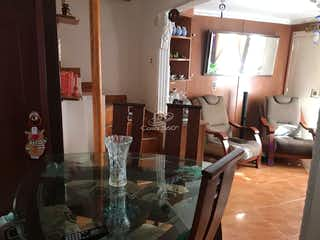 Una sala de estar llena de muebles y decoración en Casa en venta en Barrio El Tintal, Con 3 habitaciones-72mt2