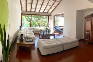 Casa En Venta En Barrio Niza de 500 mt2. con chimenea