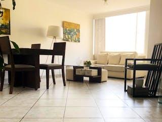 Una sala de estar llena de muebles y un suelo de madera en Apartamento en venta en Cedritos, 67mt con balcon.