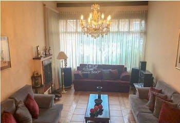 Casa en venta en La Alhambra de 291.25 mt2. con 2 niveles.