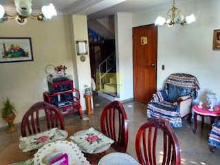 Una sala de estar llena de muebles y una chimenea en Apartamento en venta en Granada, 140mt duplex.