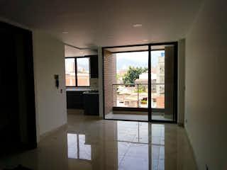 Una vista de una sala de estar con un gran ventanal en Apartamento en Venta en Rosales, Medellín de 160mtrs2 con dos balcones
