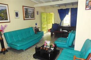 Casa en Venta en La Floresta, Con 4 Habitaciones-117mt2