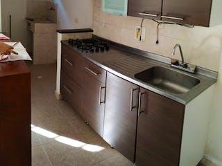 Una cocina con una estufa de fregadero y horno en Apartamento en Venta en La Floresta, Con 2 habitaciones-65mt2