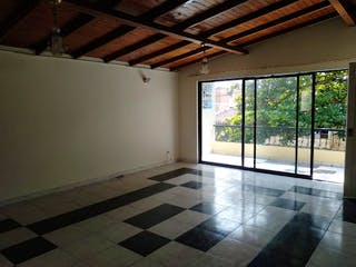 Un cuarto de baño con un piso a cuadros blanco y negro en Apartamento en venta en Santa Mónica de 120m2.
