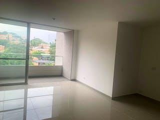 Un baño que tiene una ventana en él en Apartamento en venta en Mesa de 3 Habitaciones.
