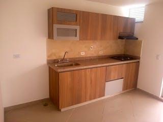 Un cuarto de baño con lavabo y un espejo en Apartamento en venta en Fátima de 85m2