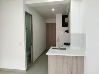 Un cuarto de baño con lavabo y un espejo en Apartamento en Venta Cabañitas, Con 2 habitaciones-50mt2