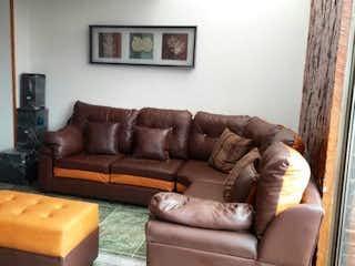 Una sala de estar llena de muebles y un sofá en Apartamento en venta en Santa María del Lago de tres habitaciones