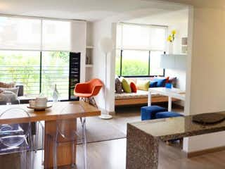 Una sala de estar llena de muebles y una ventana en Rocío Reserva