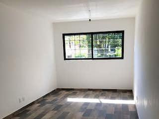 Un cuarto de baño con una gran ventana en él en Departamento en venta en General Pedro María Anaya de dos recamaras