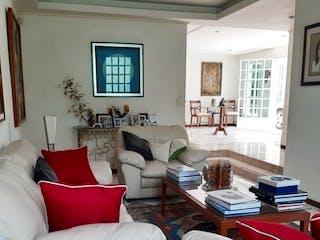 Una sala de estar llena de muebles y una ventana en Casa en Paseos de Taxqueña de 406 mts2