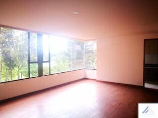 Un baño con un gran ventanal y un gran ventanal en Venta de apartamento en Barrio La Carolina, Con 3 habitaciones-149mt2
