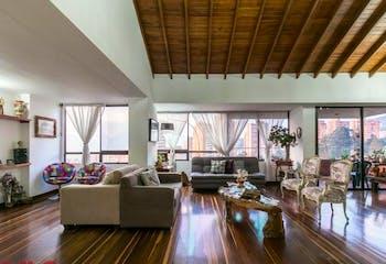 Apartamento en venta en El Tesoro de 206 mts de tres habitaciones