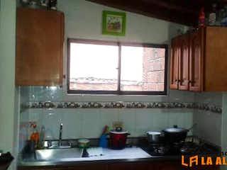 Una cocina con una estufa y un fregadero en Casa Para Venta en Asturias de 98mt2