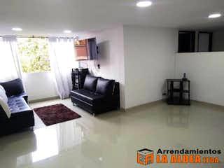 Una sala de estar llena de muebles y una chimenea en URB EL CARMELO