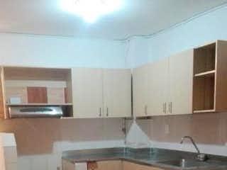 Una cocina con un fregadero y un horno de cocina en Casa en venta en Santa María con Patio.