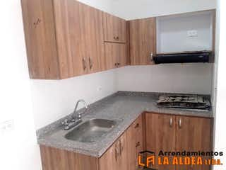 Una cocina con una estufa y un fregadero en Apartamento en venta en Samaria de 62m2.