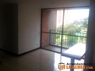 Un refrigerador congelador blanco sentado en una cocina en Apartamento Para Venta en Suramerica, Itagui. Con 3 habitaciones. 60mt2