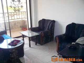 Una sala de estar llena de muebles y una ventana en Apartamento en venta en Villa Paula con terraza