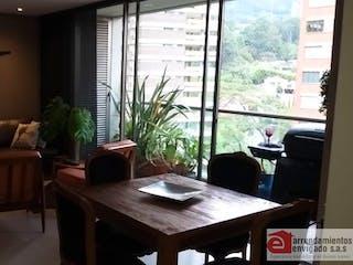 Una sala de estar llena de muebles y una ventana en YERBABUENA