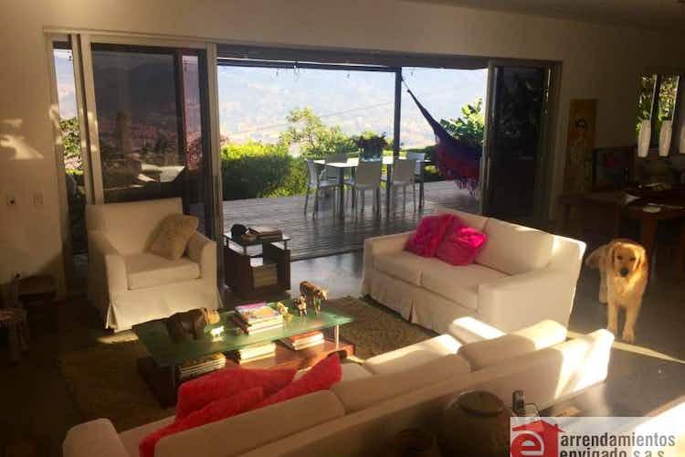 Portada Casa en venta en Loma del Atravezado de 2240mtrs2 con chimenea