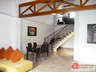 Una sala de estar llena de muchos muebles en Bella Luz