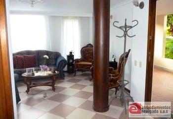 Casa en venta en Loma Del Escobero con Piscina...