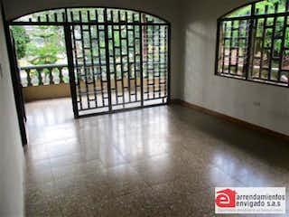 Una vista de una habitación con un gran ventanal en Casa en venta en Alcalá de 4 Habitaciones-198m2.