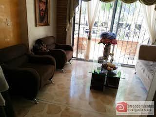 Una sala de estar llena de muebles y una ventana en ED VALERIA