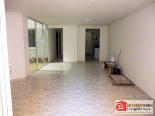 Una vista de una habitación con un pasillo que conduce a un pasillo en ED. MOLINARES