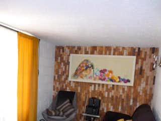 Una sala de estar llena de muebles y una chimenea en VALLES DELSOL