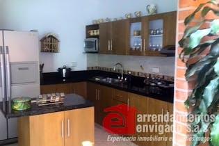 Casa en Venta en Las Lomitas con 220, 3 niveles