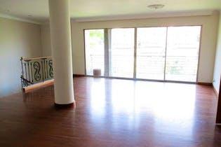 Casa en venta en Loma de Benedictinos de 292mts2, dos niveles