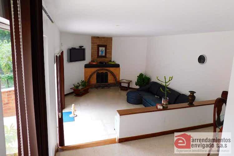 Portada Casa en venta en Loma del Escobero de 2 niveles.
